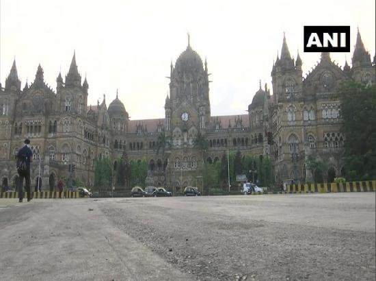 Mumbai street wears deserted look as weekend lockdown begins