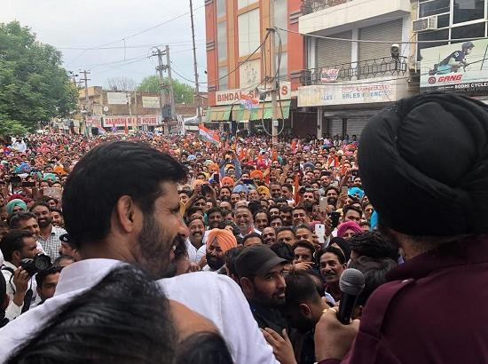 Photo Feature : Navjot Sidhu addresses rally in favour of Raja Warring at Bhatinda