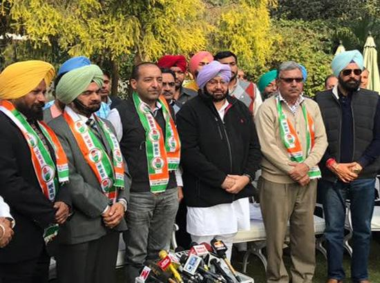 AAP suffers major jolt as several key organizational leaders join Punjab Cong