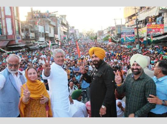 Photo feature: Sidhu as Congress Star Campaigner for Jakhar at Gurdaspur