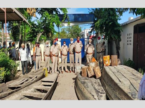 Hoshiarpur police seizes 400 Kilo Lahan, Five boats and other material used to destill ill