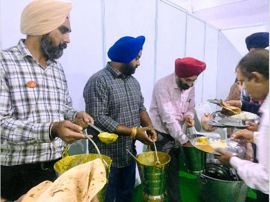 PROs set new precedence of selfless service by serving food at Sultanpur Lodhi