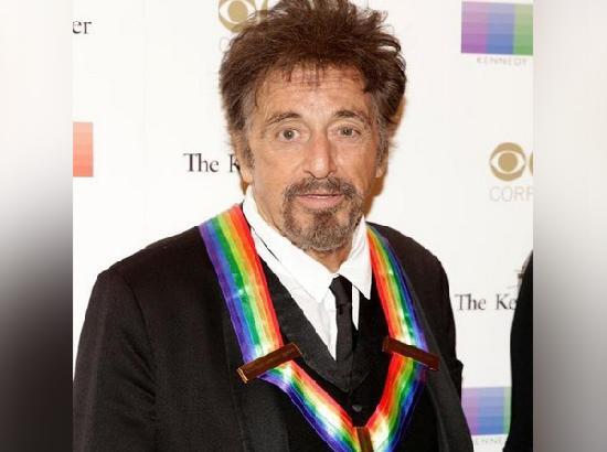 Al Pacino's 'nap' during Golden Globes trends online
