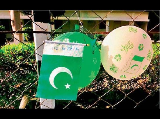 Pakistani flag with two balloons found in Fer