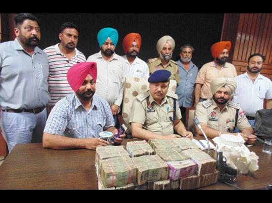 Police arrests smuggler with recovery of  pistol, live cartridges, heroin, Pak SIMs in Ferozepur