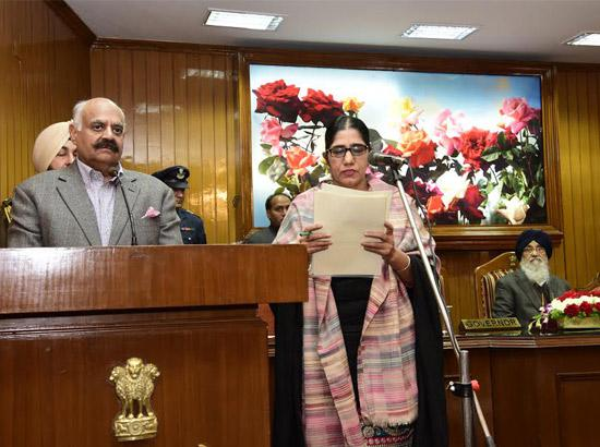 V.P. Singh Badnore administers oath to Two Members of PPSC & Three Commissioners of Right