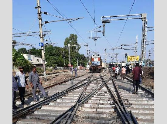 Railways utilize off-track period in maintenance to accomplish safety upgrade work
