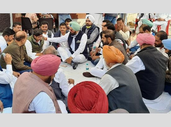 Rana Sodhi shares grief with farmers' bereaved family