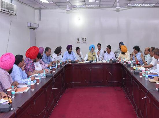Rana Gurjeet Singh asks Irrigation Dept to report on water flowing to PAK