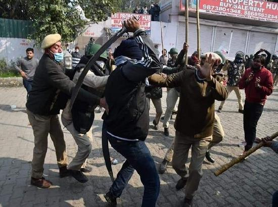 SHO injured in clash between farmers and stone pelting mob at Singhu border