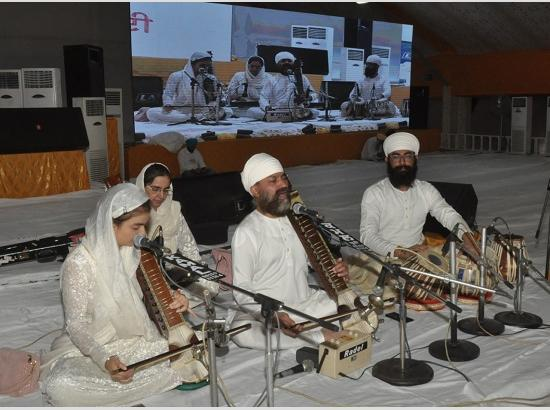 Gurmat Sangeet Samagam held at Main Pandal Guru Nanak Darbar on third consecutive day