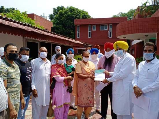 Balbir Sidhu hands over cheque of Rs. 3 lakh to panchayat of village Kandala