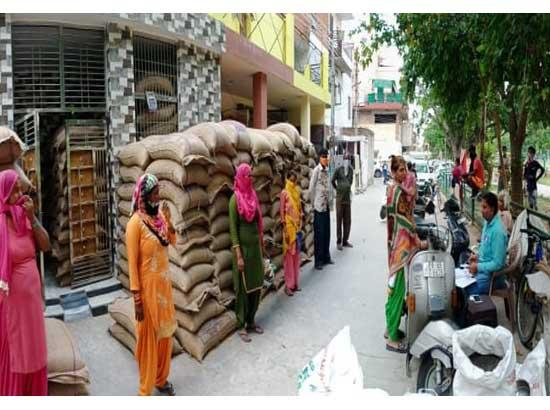 Social distancing, Transparency becoming hallmark of PMGKY Ration distribution process: Gi