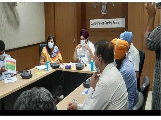 Tript Bajwa directs Panchayat officials to start work of de-watering of ponds