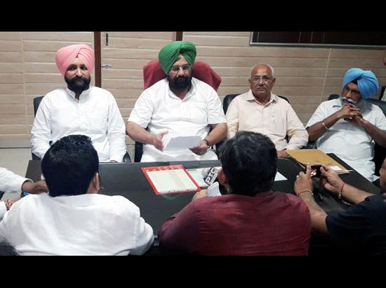 Farm Suicides: Vidhan Sabha Team meets famili