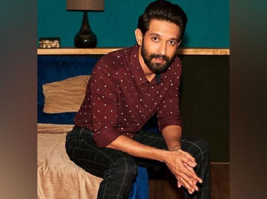 Vikrant Massey tests positive for COVID-19, asks fans to do 'basics right'