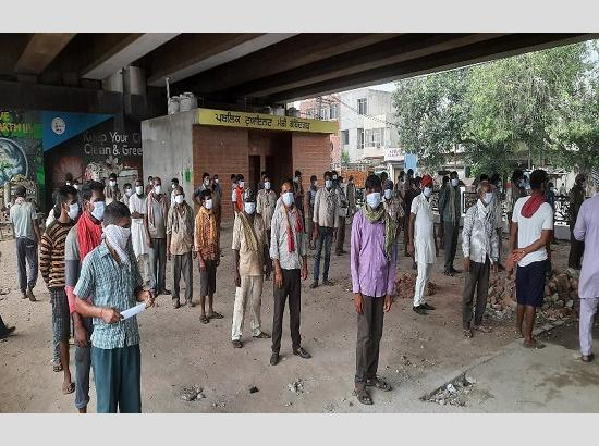 Fatehgarh Sahib police punished those not wearing masks by forcing them to stand for an ho