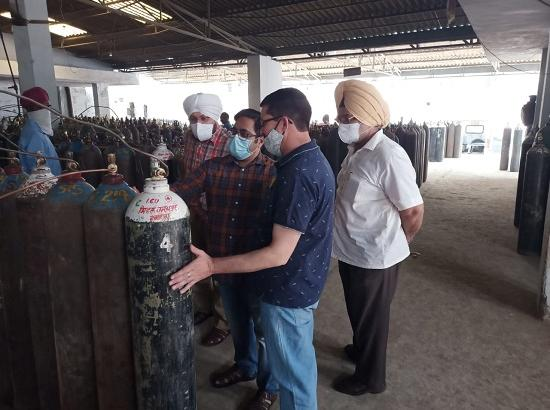 Jalandhar ADC visits oxygen plant to oversee production & distribution procedure