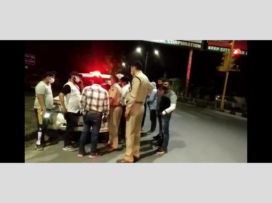 Mohali SDM checks nightclubs and vehicles' movement during curfew hours