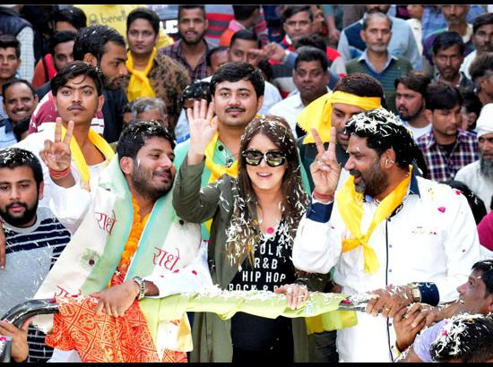 Mathura: Mahima Chaudhry campaigns for independent candidate