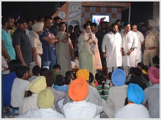 Amrita Warring holds corner meetings in city