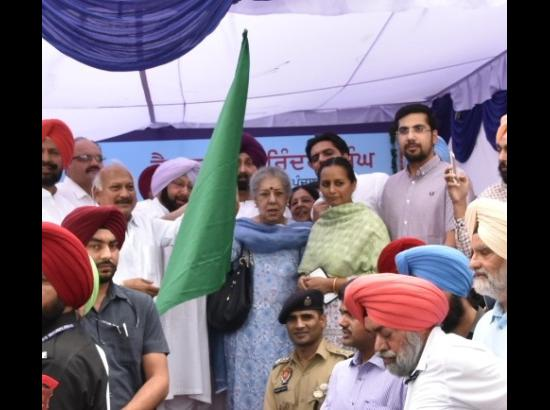Amarinder flags off 9 ambulances procured by Ambika Soni under MPLAD fund