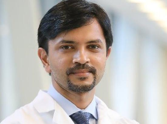 US: Doctor of Indian origin carries out 1st successful double lung transplant on covid-19