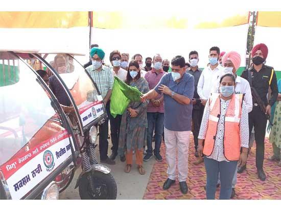 Sunder Sham Arora distributes 38 e-Rickshaws worth Rs. 50 lakh to needy women