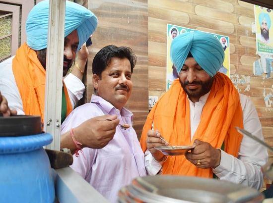 Bittu gets overwhelming response in Atam Nagar