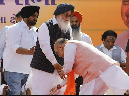 What made Badal go all the way to Gujarat to bless Amit Shah