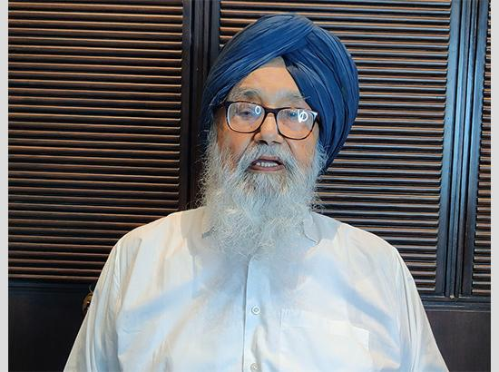 Senior Badal strongly condemns 'repressive use of violent force' on Akalis, cautions governments against repression