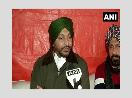 Cong MP Ravneet Bittu heckled by protesting farmers at Singhu border