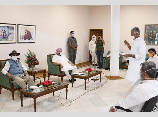 Amarinder Leads Cong Delegation To Meet Governor To Press For Non-Pursuance Of Farm Bills