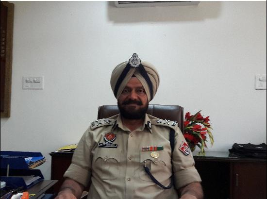 Senior Punjab Cop Plays The Role Of A Peace Maker In Sensitive Religious Dispute