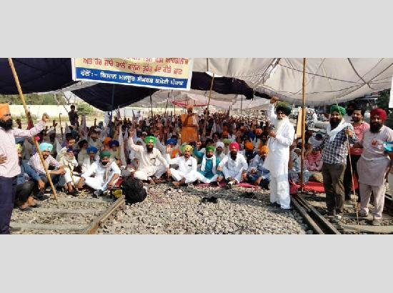 Temporary Truce: Ferozepur farmers clear railway track, protest to continue at Amritsar