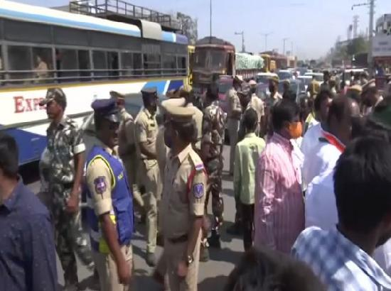 Hyderabad: Police remove people taking part in 'chakka jam'