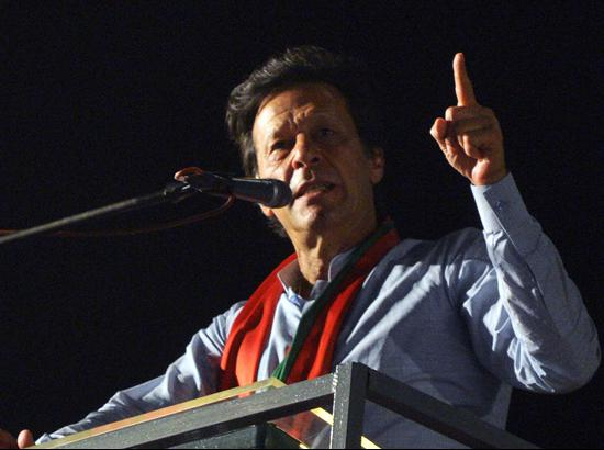 Imran Khan on way to open PM's innings as PTI moves ahead in Pakistan polls