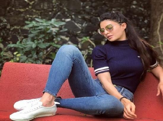 Jacqueline shares picture of being back on film set