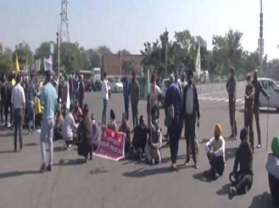 Chakka Jam: Farmer groups stage protest on Jammu-Pathankot highway