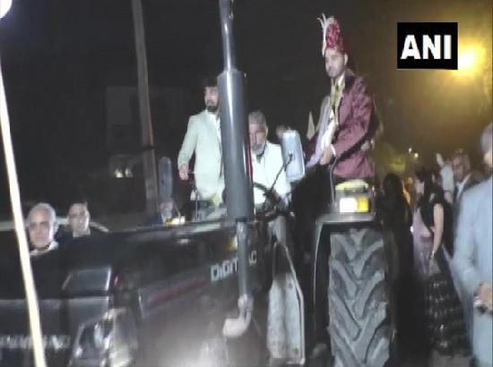 Karnal groom comes for his wedding in tractor to show solidarity with farmers