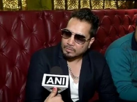Mika Singh banned for performing in Pakistan