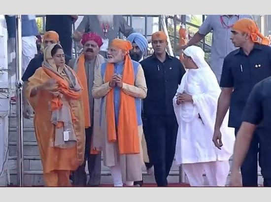 Watch : PM Narendra Modi pays obeisance at the Ber Sahib Gurudwara, in Sultanpur Lodhi