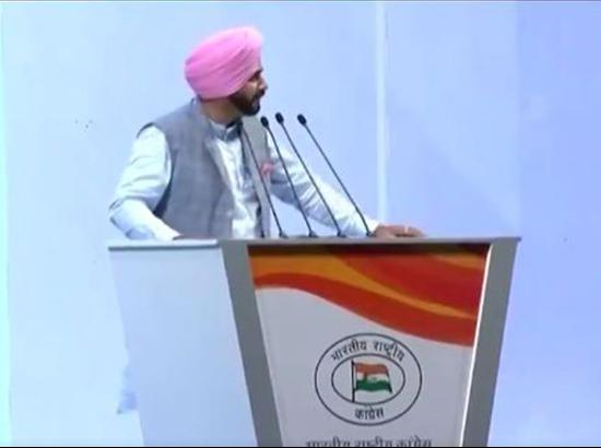 Navjot Sidhu apologises to former PM Manmohan Singh for past remarks