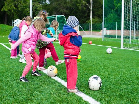 Canadian study reveals girls benefit from doing sports