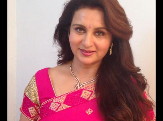Age barrier still to be broken in Hindi films: Veteran actress Poonam Dhillon