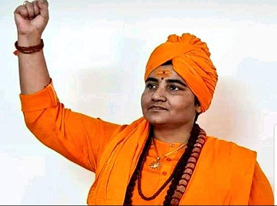 Under attack , Sadhvi Pragya takes back words on Karkare , says sorry, BJP clarifies
