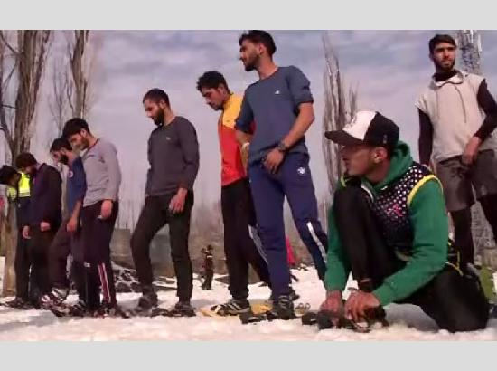 First-ever snowshoe run organized in Srinagar to boost winter sports