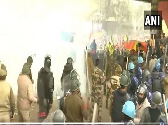 Police fire tear gas shells, lathi-charge at protesters break barricades in Delhi's Nanglo