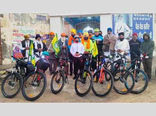 Now, Paddlers Club 3-members cycle to join farmers' protest at Delhi border