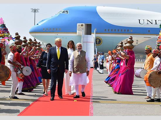 PM Modi started out as 'tea wallah', everybody loves him: Trump ( Watch Video also )